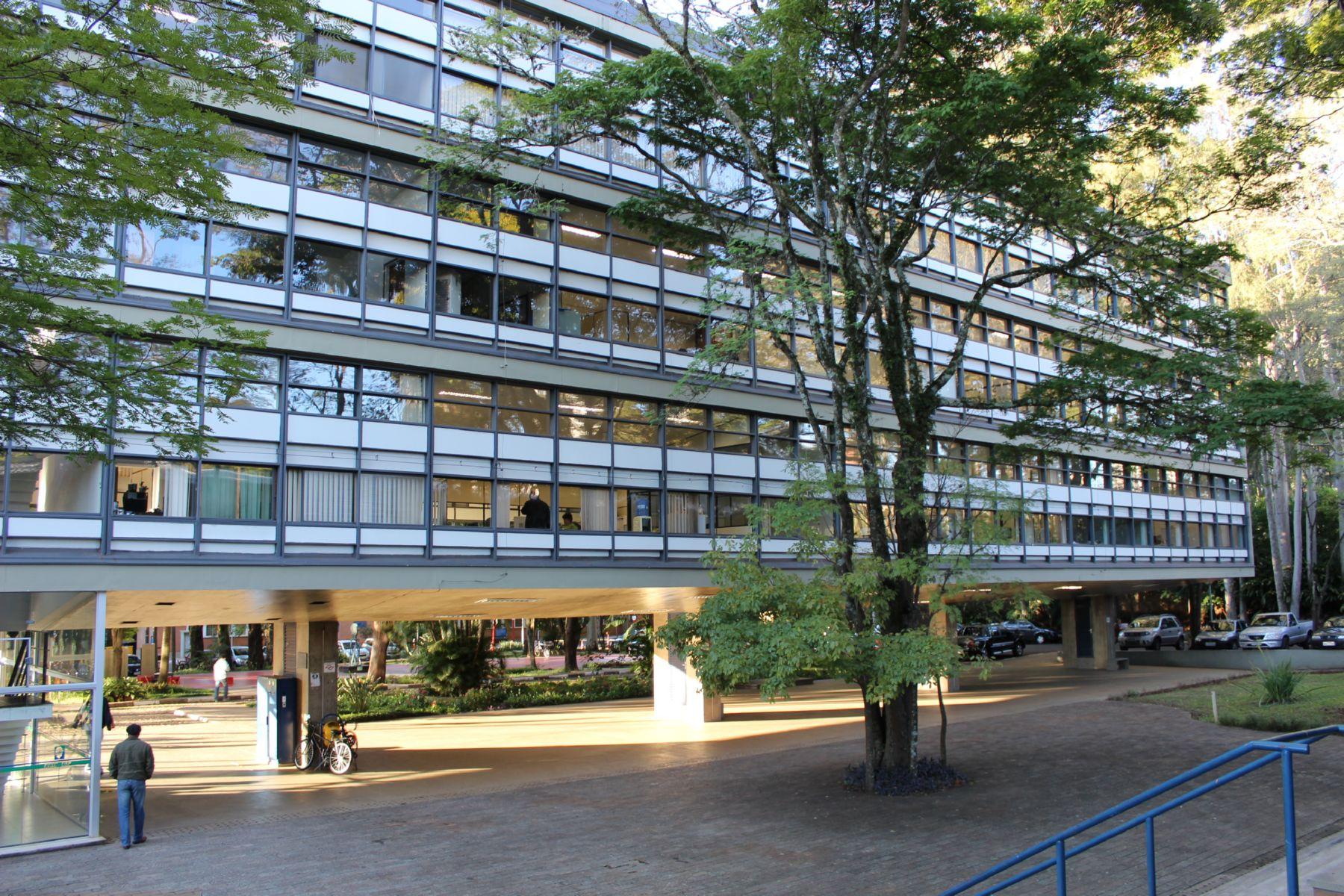 Na foto aparece um dos edifícios que está sendo pesquisado pelo grupo.